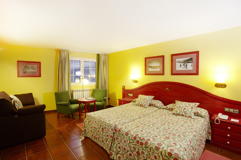 Senderismo en andorra hotels plaza for Hotel familiar andorra