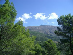Sierra de Aitana - By Enrique Pernas [CC BY-SA 2.0 (http://creativecommons.org/licenses/by-sa/2.0)], via Wikimedia Commons