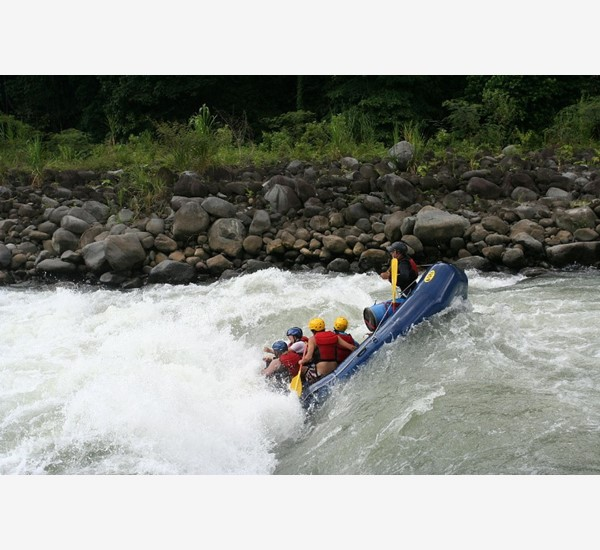 1280px-Pacuareriverrafting